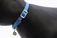 Stylový obojek pro kočky BOBBY – modrý se stříbrnou rolničkou. Reflexní prvky, klasické zapínání, univerzální velikost (3).