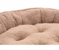 Měkký nadýchaný pelíšek pro psy vykládaný kožíškem. K dispozici ve dvou velikostech – S (58 cm) a M (68 cm), lze ho prát v pračce na 30 °C. (3)