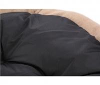 Měkký nadýchaný pelíšek pro psy vykládaný kožíškem. K dispozici ve dvou velikostech – S (58 cm) a M (68 cm), lze ho prát v pračce na 30 °C. (4)