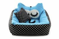 Modrá autosedačka pro psy – pelíšek pro pohodlné cestování a ochranu autosedadel před psími chlupy, nečistotami a poškozením.