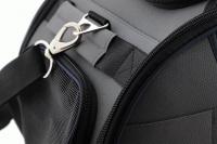 Příruční taška na psy do letadla schválená většinou leteckých společností. Polstrovaný pás pro nošení přes rameno, tvar držící materiál EVO, rozměry 45 × 27 × 25 cm. (10)