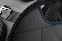 Příruční taška na psy do letadla schválená většinou leteckých společností. Polstrovaný pás pro nošení přes rameno, tvar držící materiál EVO, rozměry 45 × 27 × 25 cm. (11)