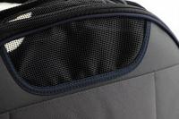 Příruční taška na psy do letadla schválená většinou leteckých společností. Polstrovaný pás pro nošení přes rameno, tvar držící materiál EVO, rozměry 45 × 27 × 25 cm. (12)