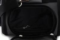 Příruční taška na psy do letadla schválená většinou leteckých společností. Polstrovaný pás pro nošení přes rameno, tvar držící materiál EVO, rozměry 45 × 27 × 25 cm. (13)