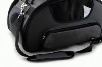 Příruční taška na psy do letadla schválená většinou leteckých společností. Polstrovaný pás pro nošení přes rameno, tvar držící materiál EVO, rozměry 45 × 27 × 25 cm. (14)