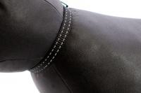 Stylový obojek pro kočky BOBBY – černý se stříbrnou rolničkou. Reflexní prvky, klasické zapínání, univerzální velikost (3).