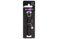 Stylový obojek pro kočky BOBBY – černý se stříbrnou rolničkou. Reflexní prvky, klasické zapínání, univerzální velikost.