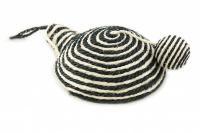 Jednoduchá hračka/škrabadlo pro kočky s balonkem vyrobené ze sisalu. Poutko na zavěšení, rozměry 21 × 8 cm, výběr barev. (2)