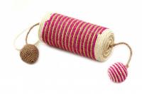 Jednoduché škrabadlo-hračka pro kočky se dvěma chrastícími balonky. Ideální na broušení drápků, materiál sisal, průměr hračky 13 cm. (4)
