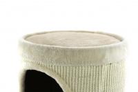 Škrábadlo a pelíšek pro kočky v jednom. Dvě oddělená patra, sisalový vnější oplet, uvnitř kožešinka a zavěšená hračka. Rozměry 35 × 60 cm. (4)