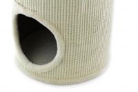 Škrábadlo a pelíšek pro kočky v jednom. Dvě oddělená patra, sisalový vnější oplet, uvnitř kožešinka a zavěšená hračka. Rozměry 35 × 60 cm. (3)