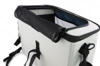 Luxusní box-taška na psa k připevnění na řídítka. Pevná stabilní konstrukce, jednoduché uchycení pomocí nylonových popruhů, vpředu kapsa na zip, možnost přenášení přes rameno. Maximální nosnost 10 kg, rozměry 40 × 25 × 30 cm. (11)