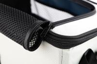 Luxusní box-taška na psa k připevnění na řídítka. Pevná stabilní konstrukce, jednoduché uchycení pomocí nylonových popruhů, vpředu kapsa na zip, možnost přenášení přes rameno. Maximální nosnost 10 kg, rozměry 40 × 25 × 30 cm. (12)