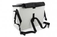 Luxusní box-taška na psa k připevnění na řídítka. Pevná stabilní konstrukce, jednoduché uchycení pomocí nylonových popruhů, vpředu kapsa na zip, možnost přenášení přes rameno. Maximální nosnost 10 kg, rozměry 40 × 25 × 30 cm. (8)