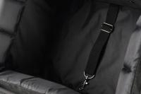 Přepravní box-taška na psa k připevnění na řídítka. Vyztužený rám, měkké polstrování, reflexní prvky, kapsy na zip, možnost přenášení přes rameno. Nosnost 7 kg, rozměry 41 × 26 × 26 cm. (13)