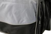 Přepravní box-taška na psa k připevnění na řídítka. Vyztužený rám, měkké polstrování, reflexní prvky, kapsy na zip, možnost přenášení přes rameno. Nosnost 7 kg, rozměry 41 × 26 × 26 cm. (14)