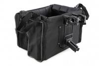 Přepravní box-taška na psa k připevnění na řídítka. Vyztužený rám, měkké polstrování, reflexní prvky, kapsy na zip, možnost přenášení přes rameno. Nosnost 7 kg, rozměry 41 × 26 × 26 cm. (6)