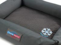 """Unikátní oboustranný pelíšek pro psy s funkcí """"Thermo switch"""" – z jedné strany hřející, z druhé chladivý. Barva šedá. (4)"""