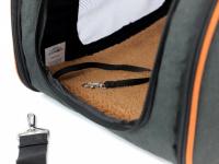 Prostorná transportní taška na psy CAMON s odnímatelnými kolečky a výsuvným madlem. Nosnost 13 kg, lze nosit samostatně, rozměry 53 × 31 × 31 cm. (12)