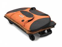 Prostorná transportní taška na psy CAMON s odnímatelnými kolečky a výsuvným madlem. Nosnost 13 kg, lze nosit samostatně, rozměry 53 × 31 × 31 cm. (14)