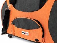 Prostorná transportní taška na psy CAMON s odnímatelnými kolečky a výsuvným madlem. Nosnost 13 kg, lze nosit samostatně, rozměry 53 × 31 × 31 cm. (15)