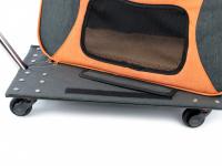 Prostorná transportní taška na psy CAMON s odnímatelnými kolečky a výsuvným madlem. Nosnost 13 kg, lze nosit samostatně, rozměry 53 × 31 × 31 cm. (20)