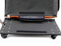 Prostorná transportní taška na psy CAMON s odnímatelnými kolečky a výsuvným madlem. Nosnost 13 kg, lze nosit samostatně, rozměry 53 × 31 × 31 cm. (21)