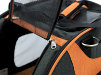 Prostorná transportní taška na psy CAMON s odnímatelnými kolečky a výsuvným madlem. Nosnost 13 kg, lze nosit samostatně, rozměry 53 × 31 × 31 cm. (22)