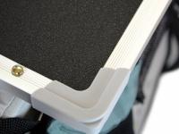 Upravovací stolek určený na velký kočárek pro psy PetStro SKYLINE. Jednoduché nasazení, bezpečné zajištění, protiskluzový strukturovaný povrch. 7