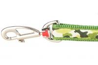 Zelené vodítko pro psy od RD. Měkký polstrovaný úchop, snadné nastavení délky od 1 do 1,8 m, výměnná karabina. Vzor Camouflage Green (2).