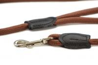 Provazové vodítko pro psy ROSEWOOD Slip z pevného měkkého nylonu. Vodítko má kruhový průřez a je opatřené pevnou pochromovanou karabinou. Délka 1,25 m, barva hnědá (2).