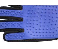 Vyčesávací rukavice na psí srst je jednoduchá a zároveň 100% fungující pomůcka, která spojuje příjemné s užitečným – psa hladíte, masírujete a zároveň odstraňujete uvolněnou srst. (2)