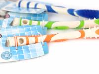 Žvýkací hračka pro psy pro zábavnou dentální hygienu – dentální tyčinka AFP Dental ze speciálně tvarované gumy s výstupky. Výběr barev, velikost 17 cm. (6)