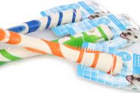 Žvýkací hračka pro větší psy pro zábavnou dentální hygienu – dentální tyčinka AFP Dental ze speciálně tvarované gumy s výstupky. Výběr barev, velikost 18 cm. (3)