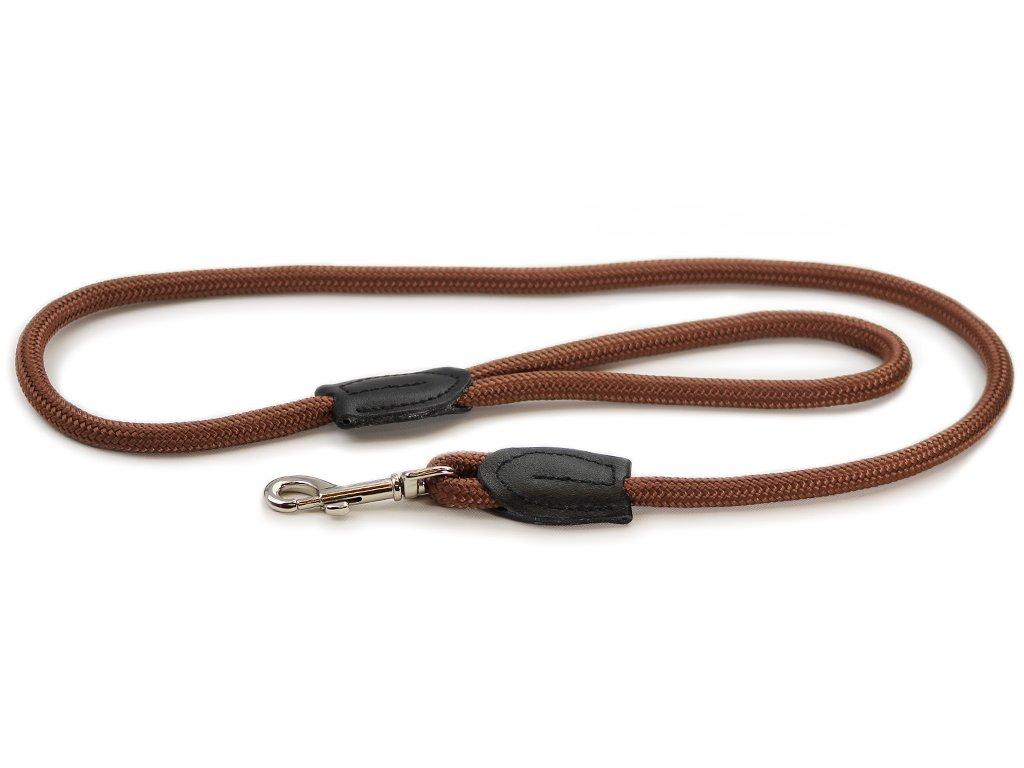 Provazové vodítko pro psy ROSEWOOD Slip z pevného měkkého nylonu. Vodítko má kruhový průřez a je opatřené pevnou pochromovanou karabinou. Délka 1,25 m, barva hnědá.