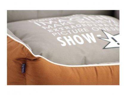 Luxusní hnědošedý pelíšek pro psy BOBBY CORBEILLE IMAGINE s pevným okrajem a vyjímatelnou podložkou.