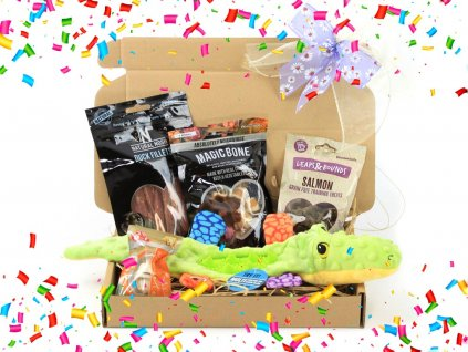 Maxíkův a Beníkův dárkový balíček pro psy s pamlsky a pískací hračkou – krokodýlem