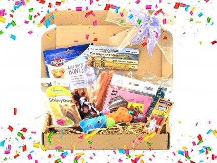 Dárkový balíček pro psy s pamlsky, plyšovou pískací hračkou a provazovou hračkou