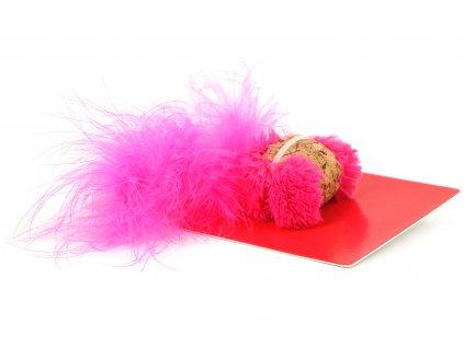 Oblíbená hračka pro kočky – přírodní korek s ptačími pírky. Hračka obsahuje kvalitní catnip, velikost cca 18 cm, barva růžová.