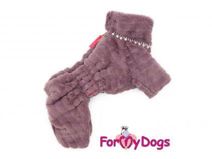 Obleček pro fenky – teplý zimní overal BURGUNDY od ForMyDogs z měkoučké kožešinky. Zapínání na zip zádech, zvýšený límec pro lepší ochranu krku.