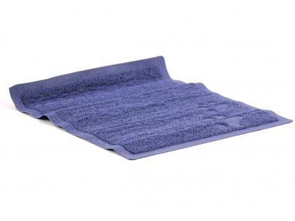 Předložka k WC/toaletám pro kočky s hrubým povrchem bránícím roznášení steliva. Rozměry 45 × 38 cm, barva modrá.