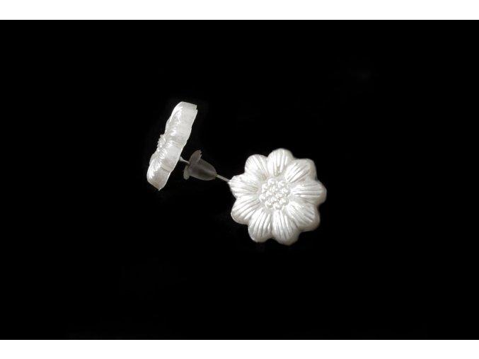Náušnice - bílý květ