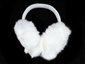 Bílé klapky na uši