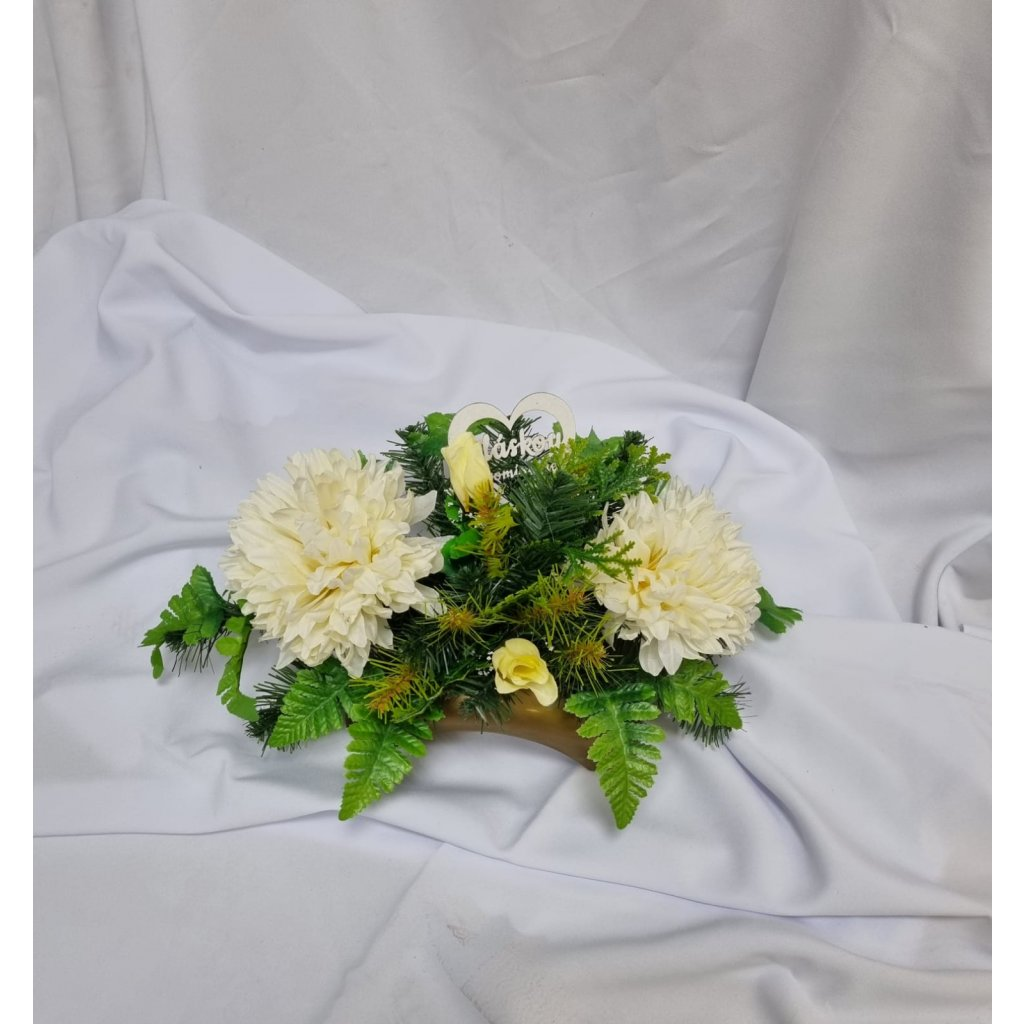 Nahrobn ikebana 2 chryzanteny smotanova
