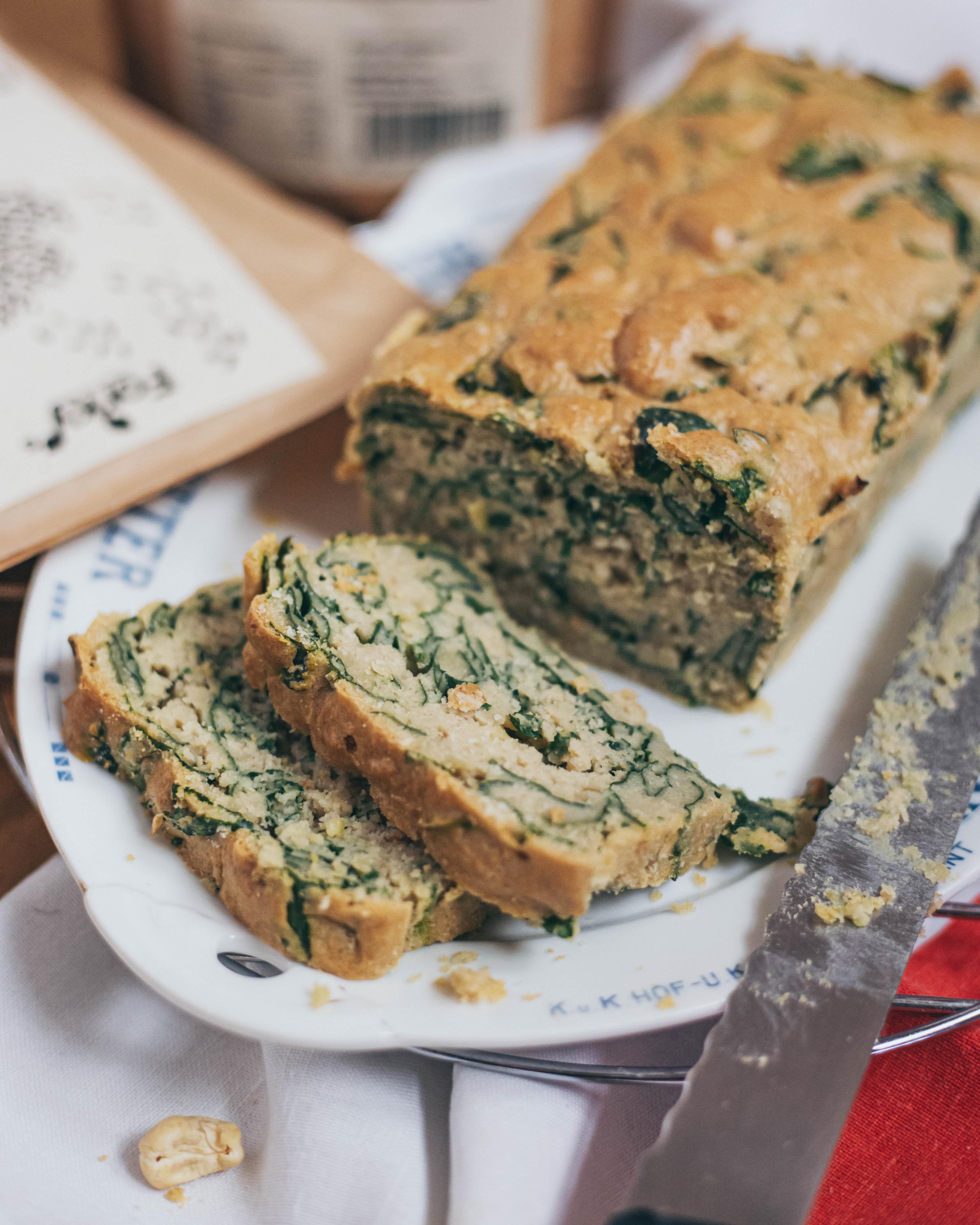 Špenátový chlebík s kešu smetanou