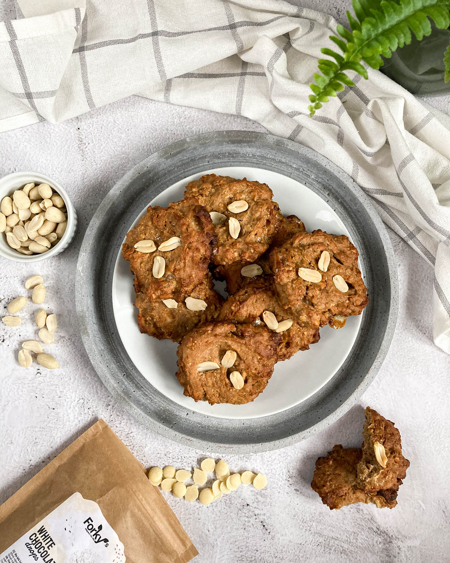Arašídové cookies s bílou čokoládou