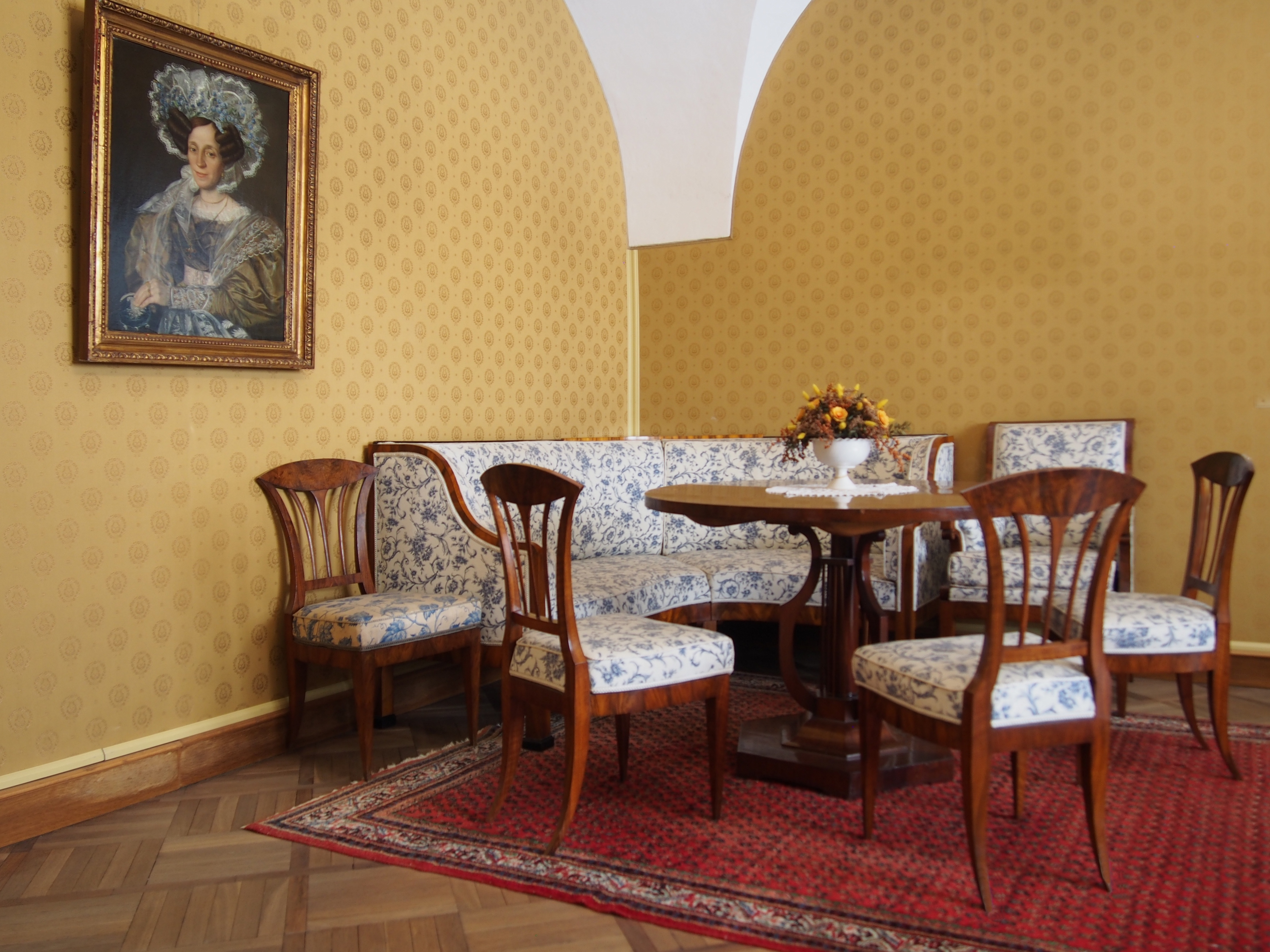 WALLPAPERS & UPHOLSTERY