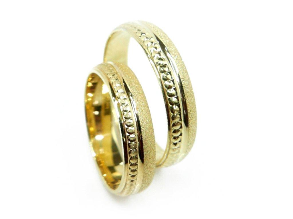 2933 1 zlate snubni prsteny