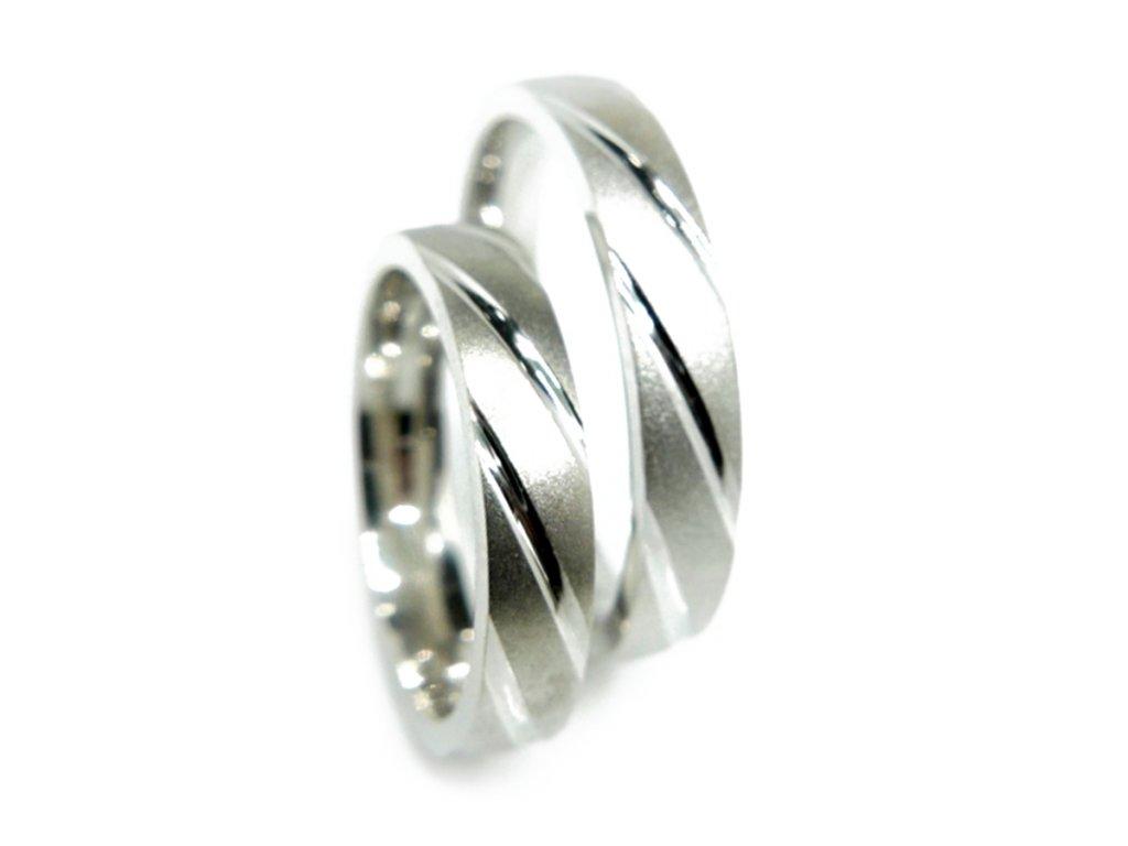 3818 1 zlate snubni prsteny