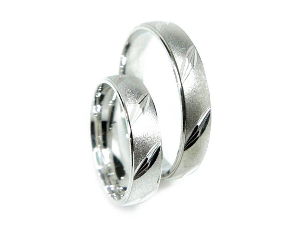 3833 1 zlate snubni prsteny
